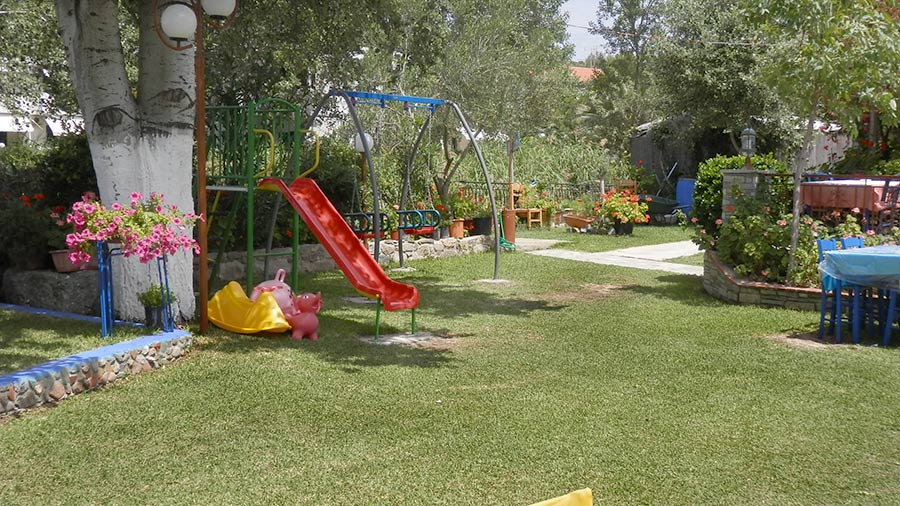 children-area-restaurant-angelos-gardn-toroni-greece-3