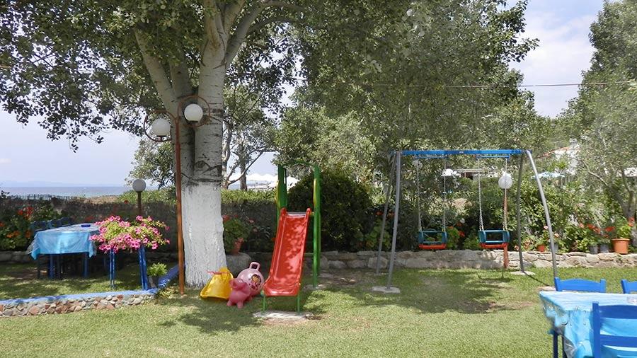 children-area-restaurant-angelos-gardn-toroni-greece-3